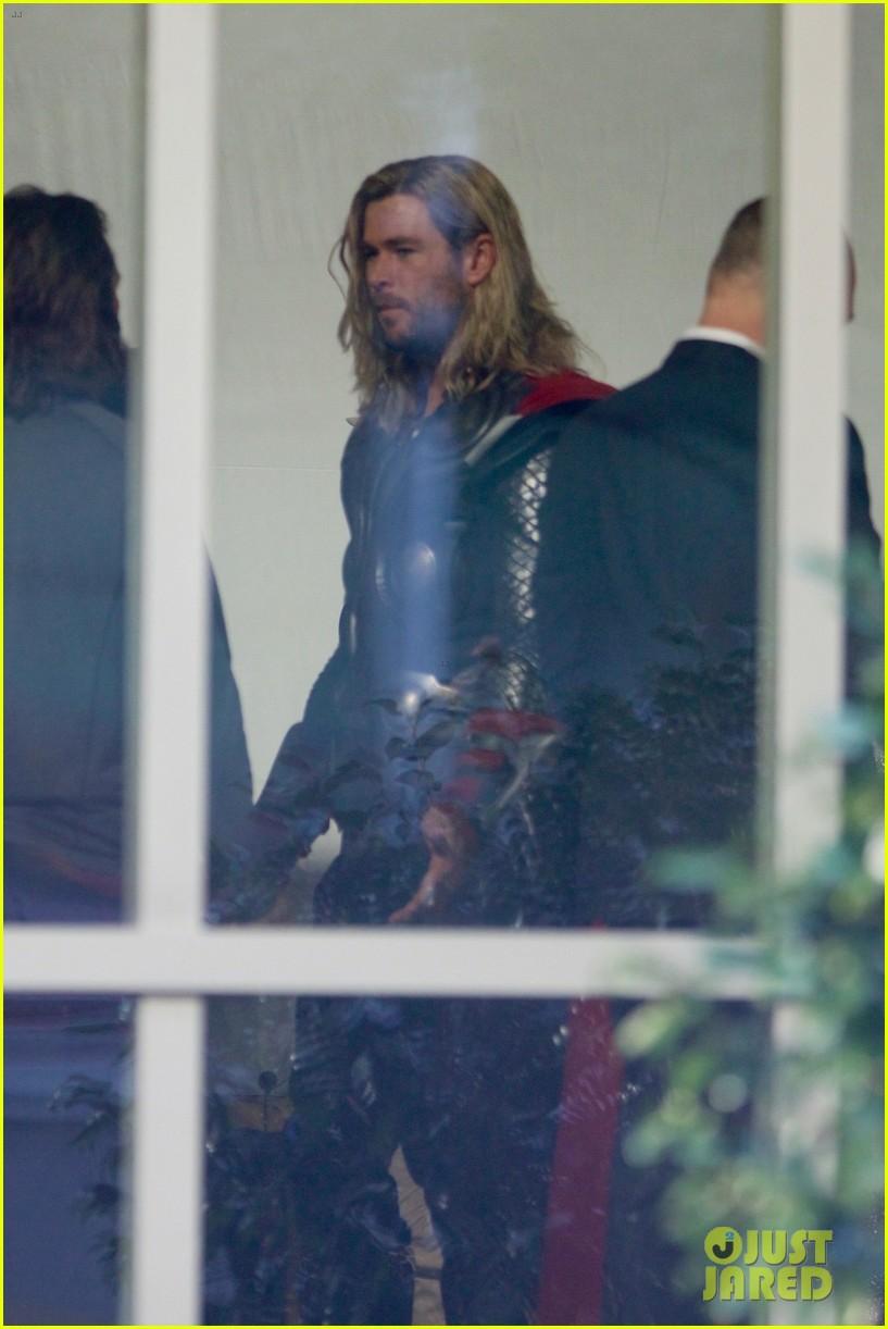 thor iron man reunite on avengers 4 set 053981300