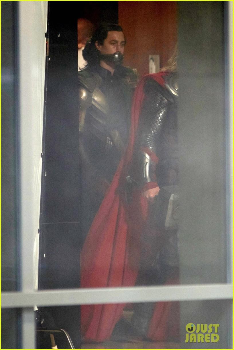 thor iron man reunite on avengers 4 set 063981301