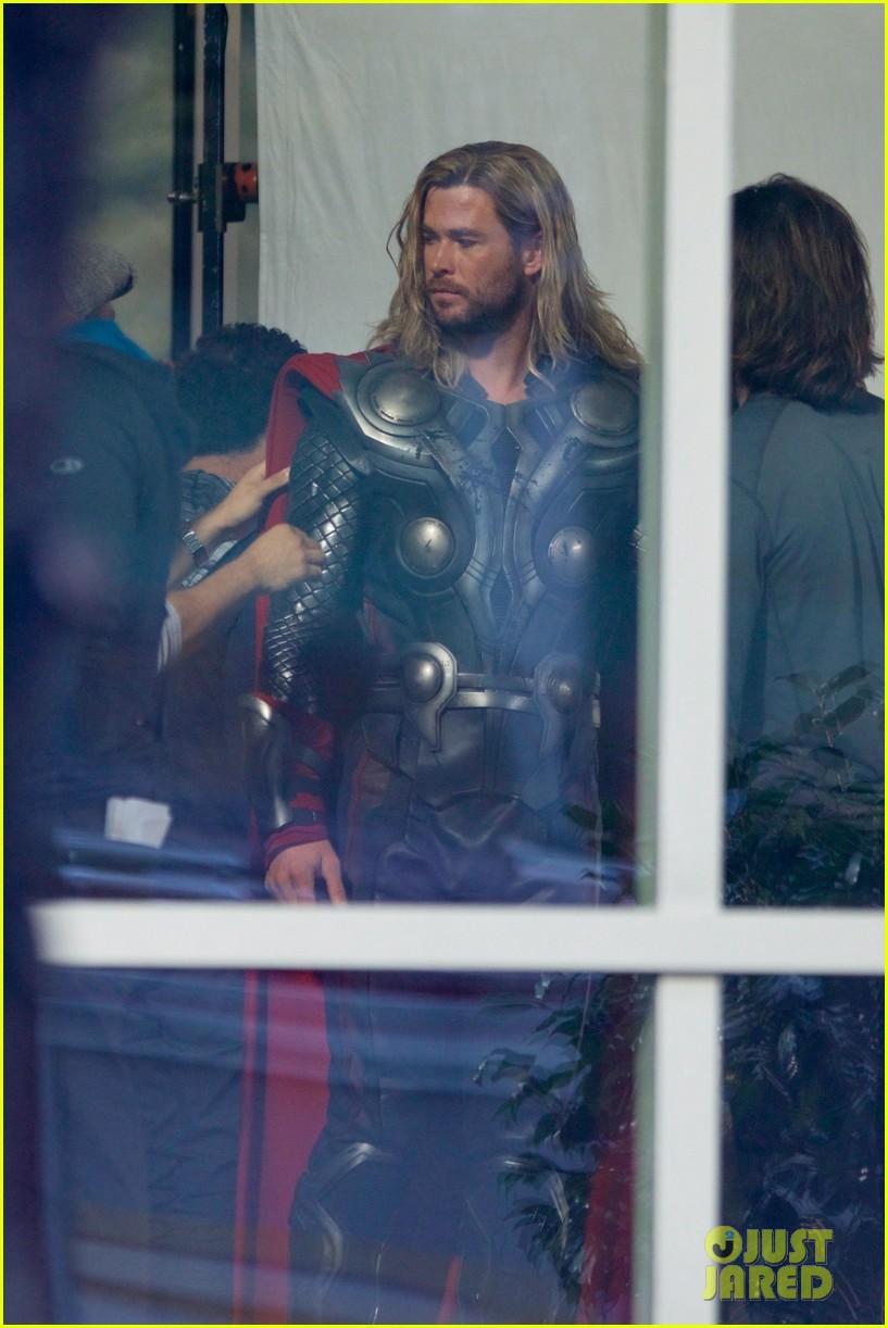 thor iron man reunite on avengers 4 set 143981309