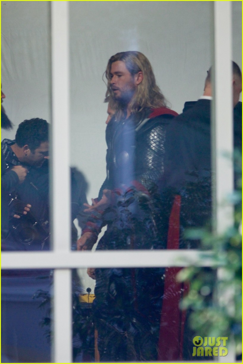 thor iron man reunite on avengers 4 set 223981317