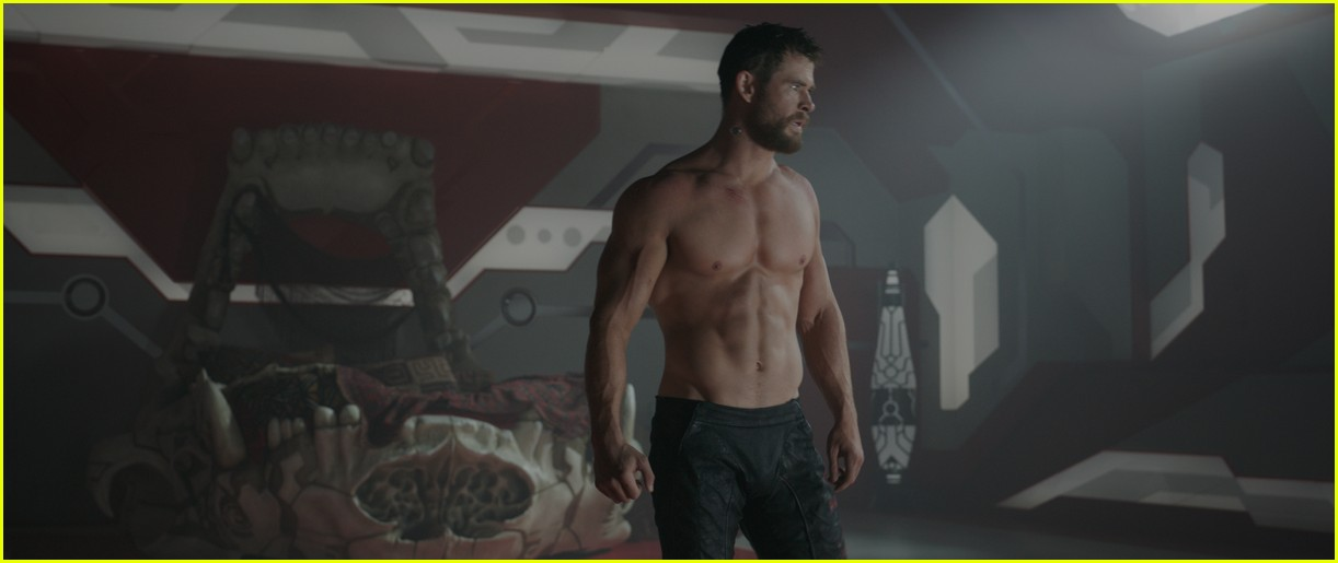 new thor ragnarok pics shirtless chirs hemsworth 033981234