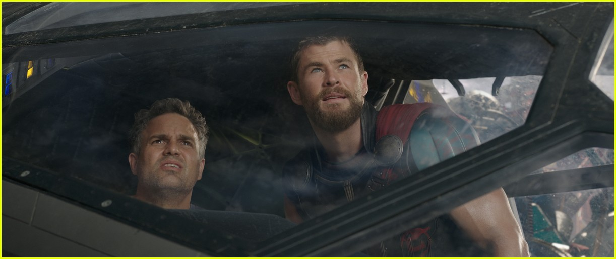 new thor ragnarok pics shirtless chirs hemsworth 093981394