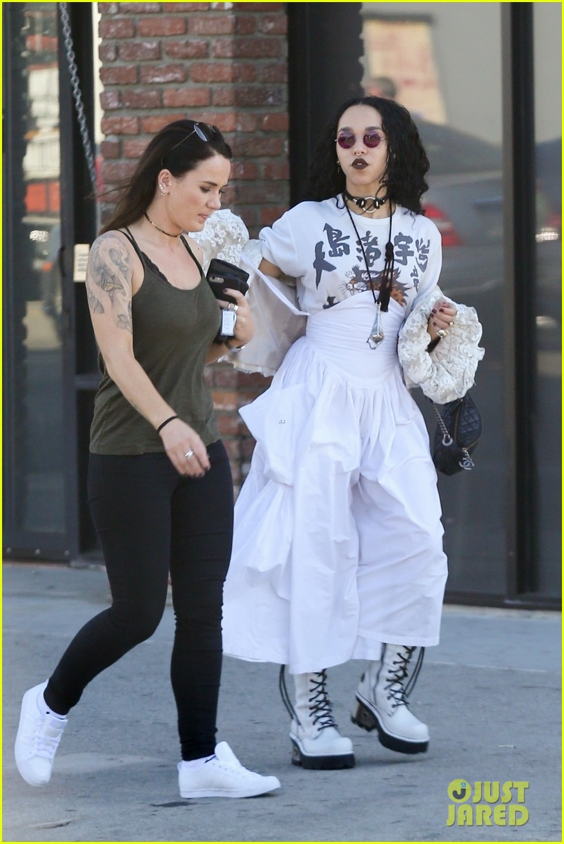 fka twigs out about los angeles 043987922