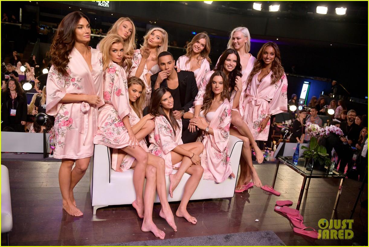 Victoria S Secret Angels Prep In Hair Amp Makeup For