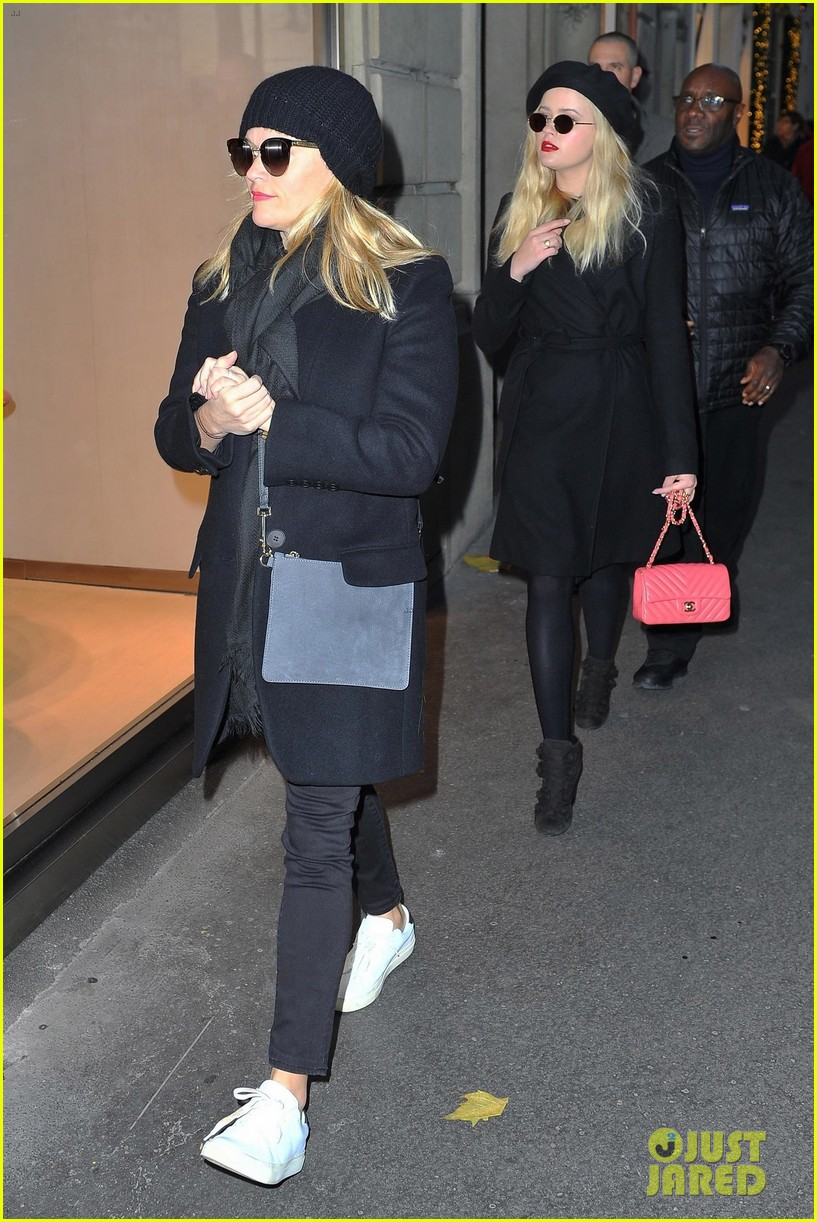 reese witherspoon and ava phillippe are twinning during paris shopping trip 053991782