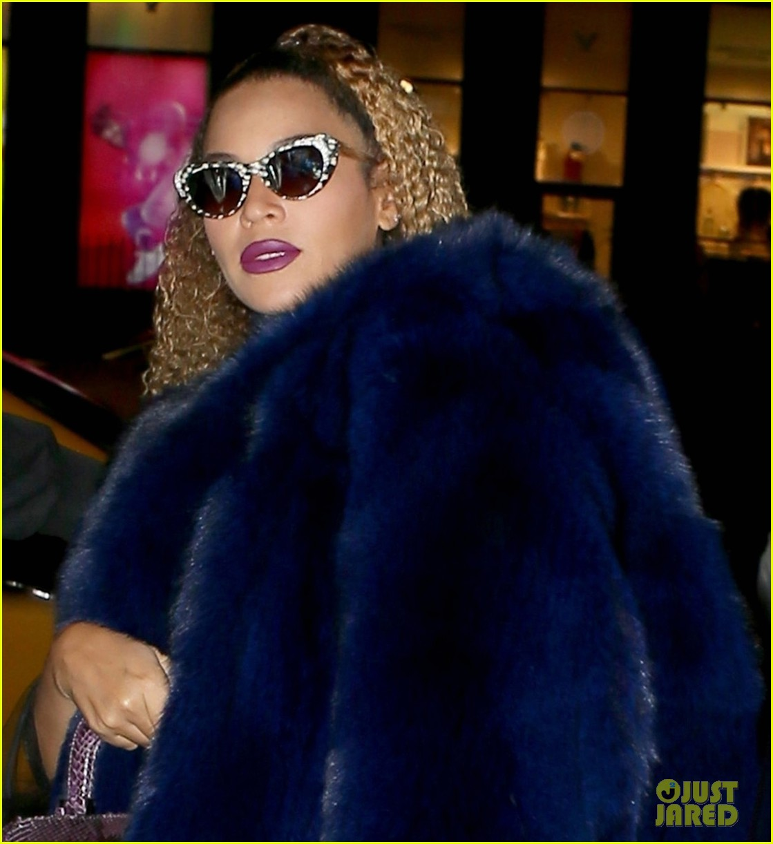 beyonce channels vintage hollywood glamour while celebrating jay zs 48th birthday2 023997040
