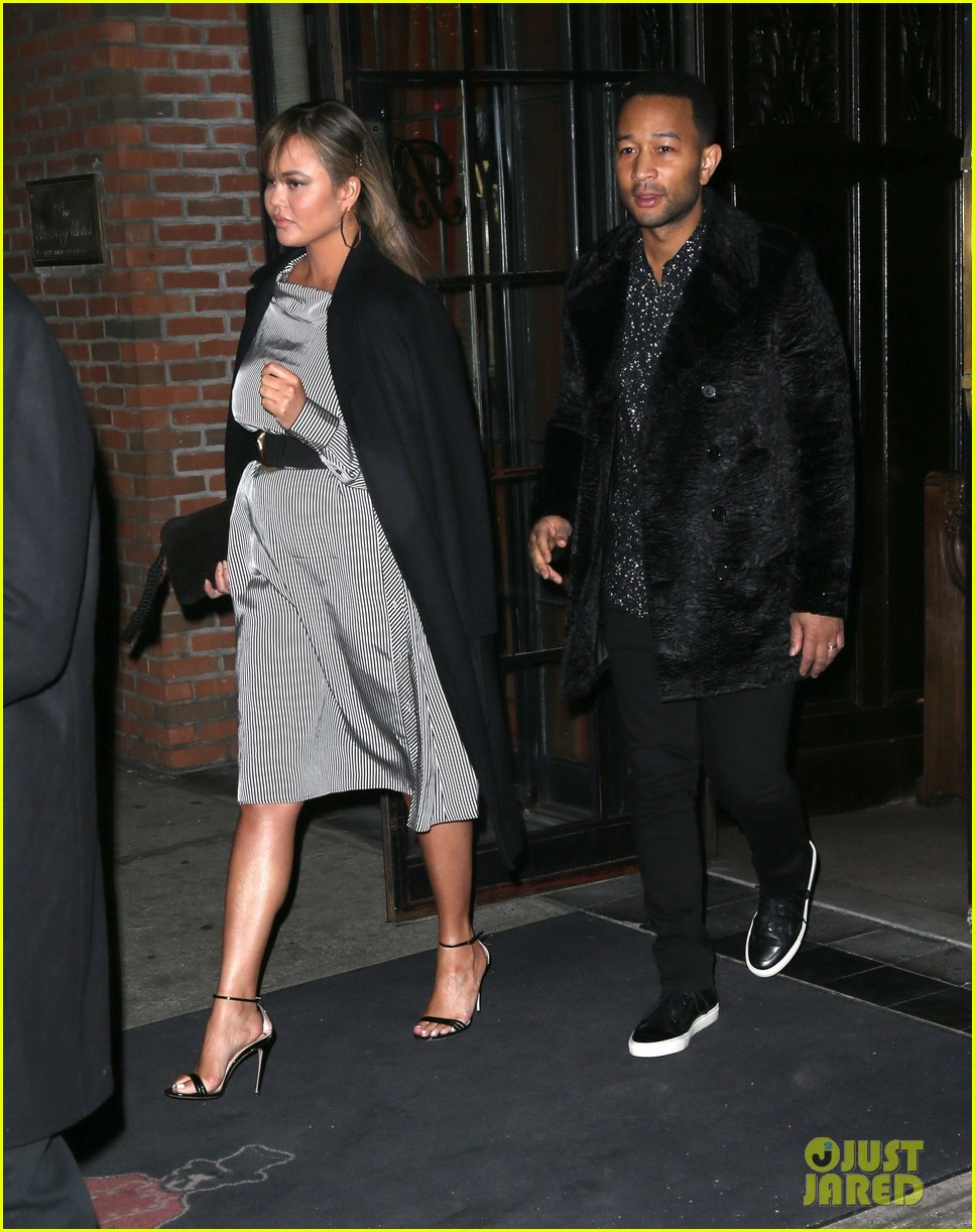 chrissy teigen dinner nyc 024001157