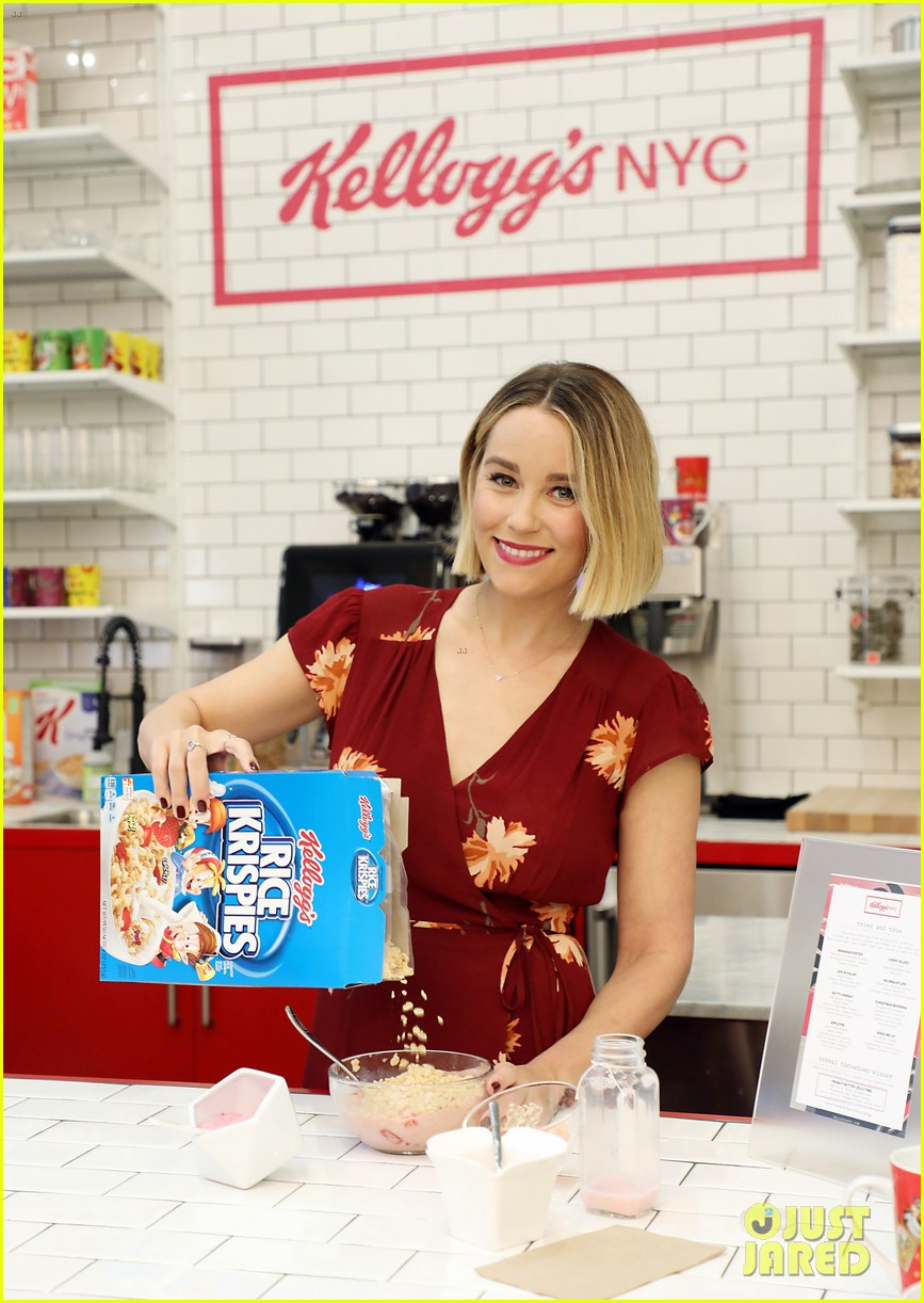 lauren conrad debuts super short haircut at new kellogs nyc cafe 094001194