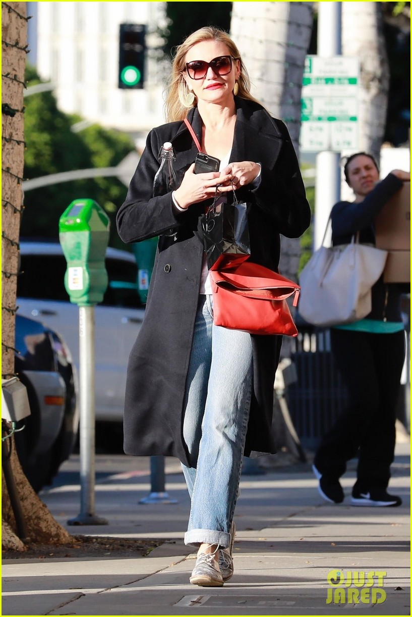 cameron diaz and husband benji madden get their christmas shopping done 014004048