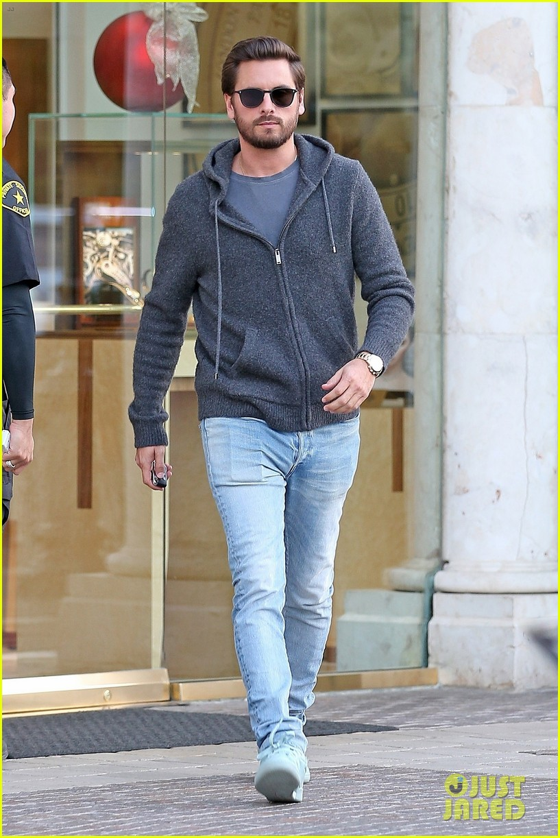 scott disick spends his afternoon shopping in calabasas 023994962