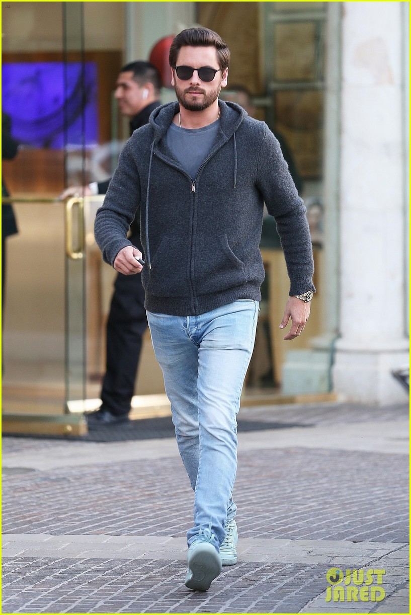 scott disick spends his afternoon shopping in calabasas 073994967