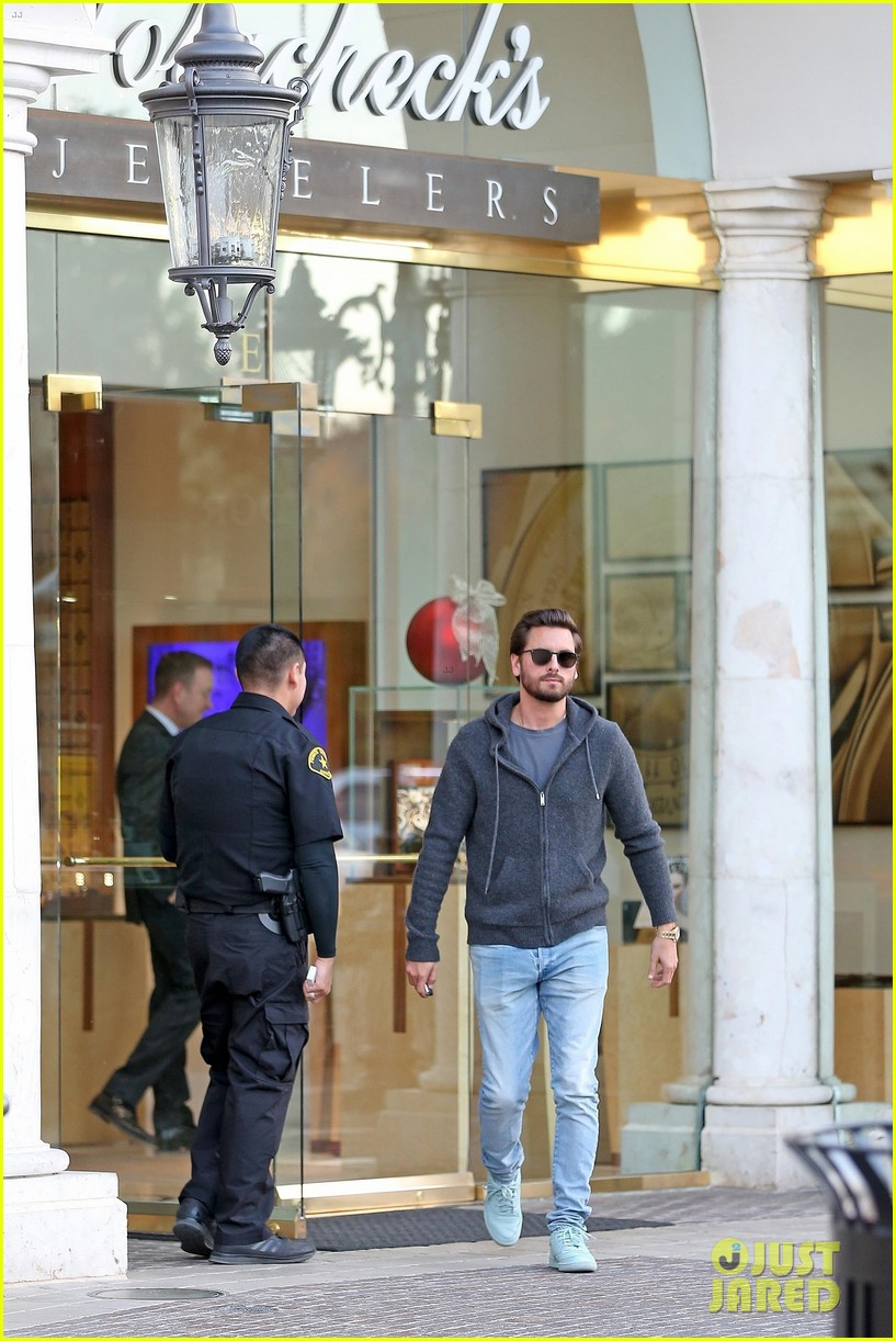 scott disick spends his afternoon shopping in calabasas 173994977