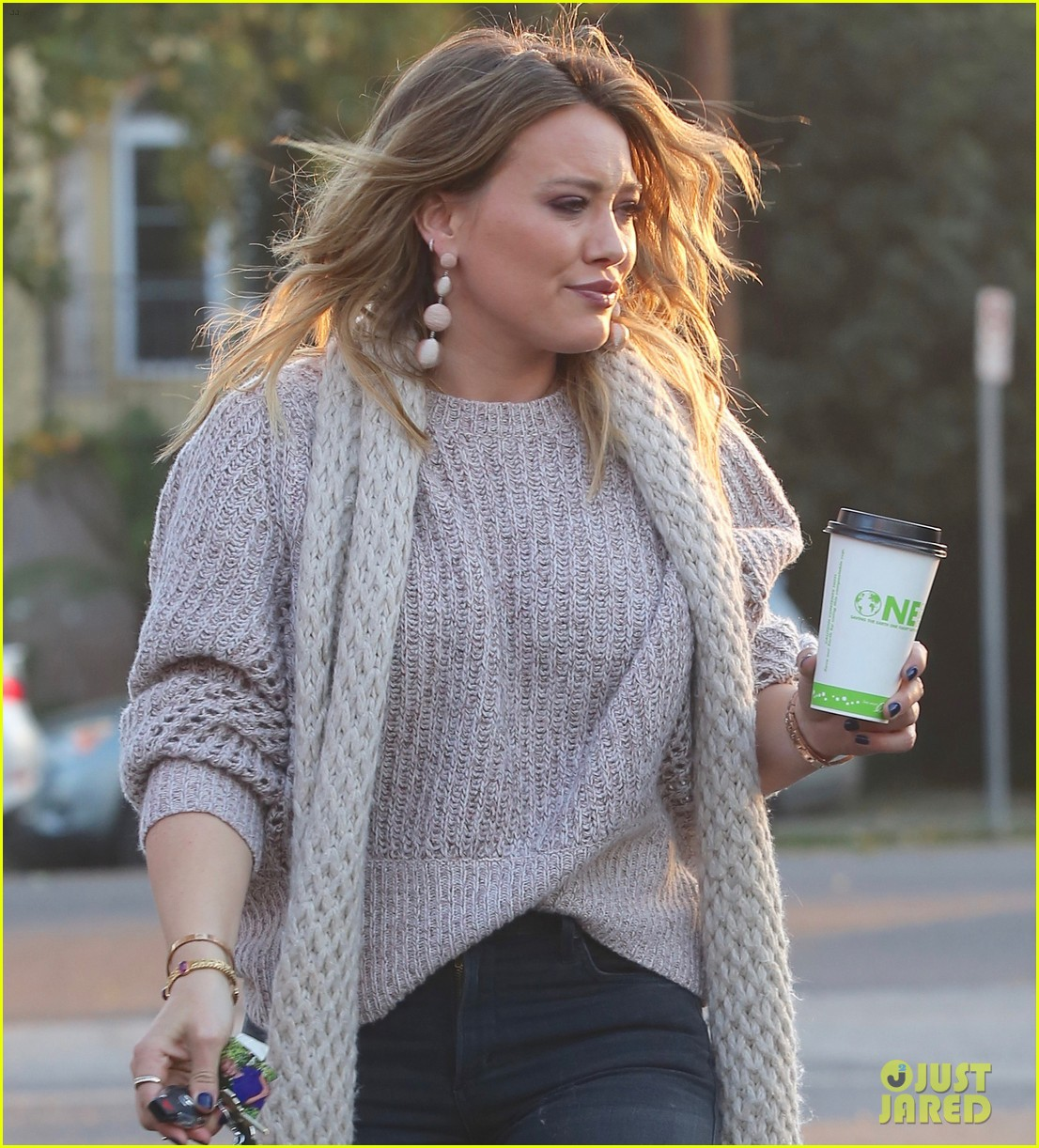 hilary duff boyfriend matthew koma share a kiss 073997512