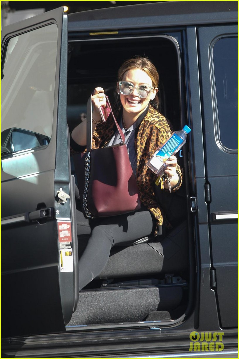hilary duff takes her son luca to legoland 023995001