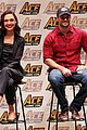 gal gadot henry cavill justice league cast close out ace comic con 01