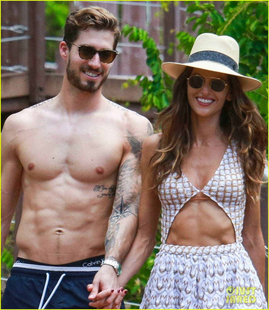 izabel goulart boyfriend kevin trapp show off fit bodies during romantic vacation stroll 034005298