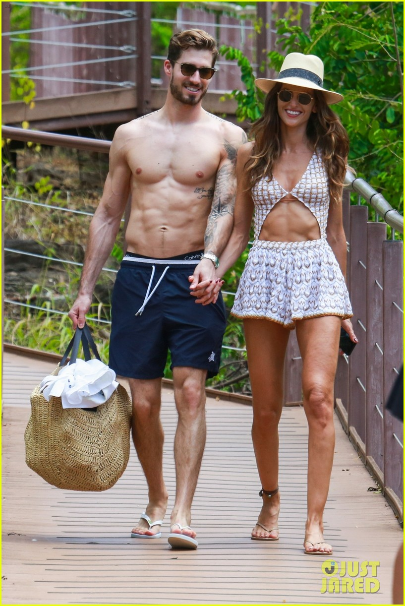 izabel goulart boyfriend kevin trapp show off fit bodies during romantic vacation stroll 054005300