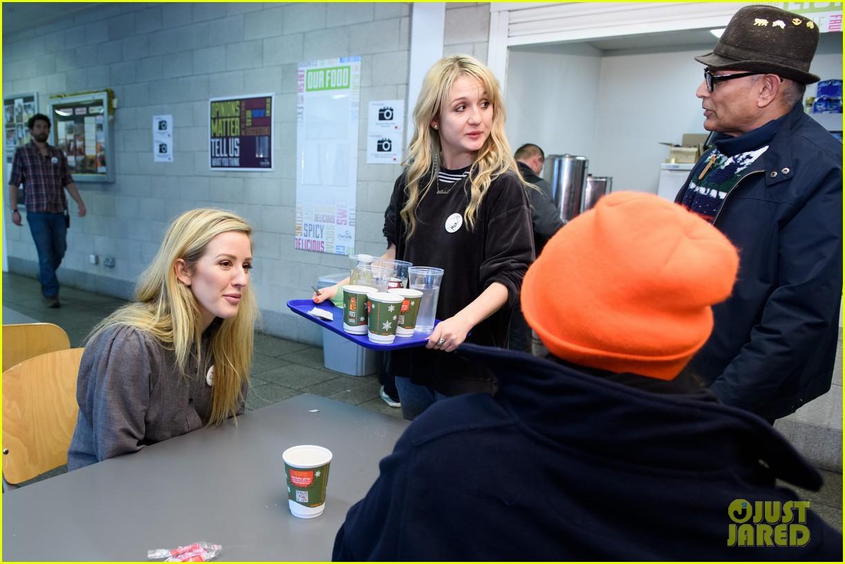 ellie goulding volunteers her time at a homeless shelter 104004108