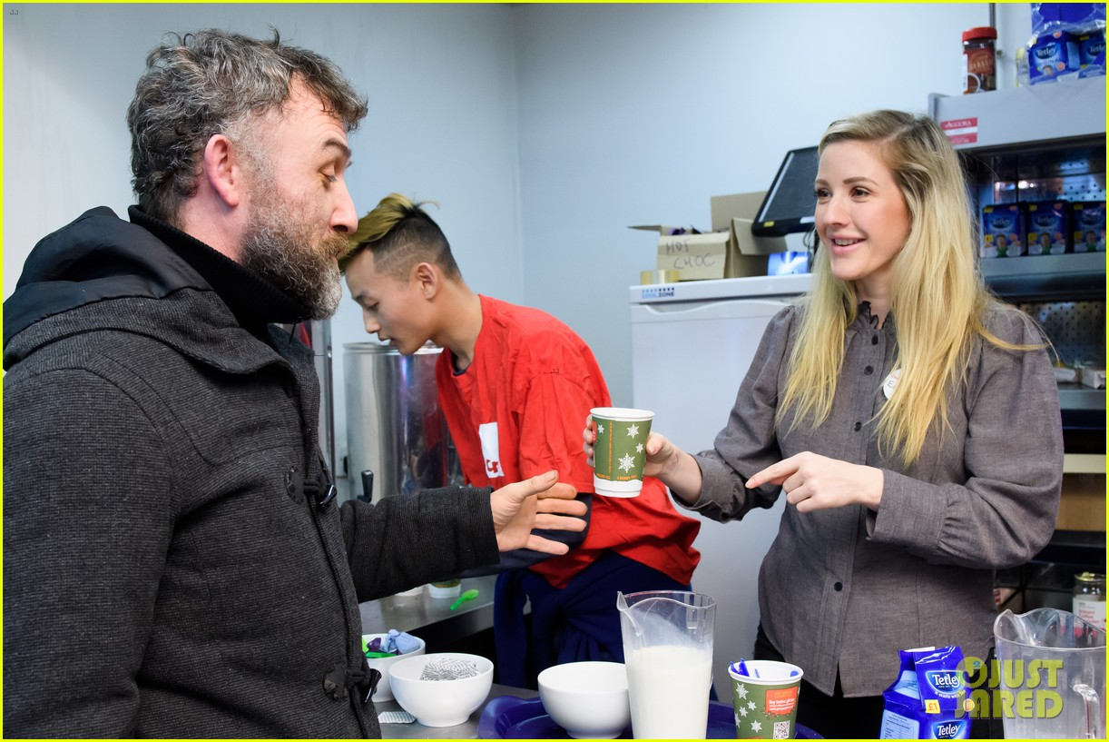 ellie goulding volunteers her time at a homeless shelter 124004110
