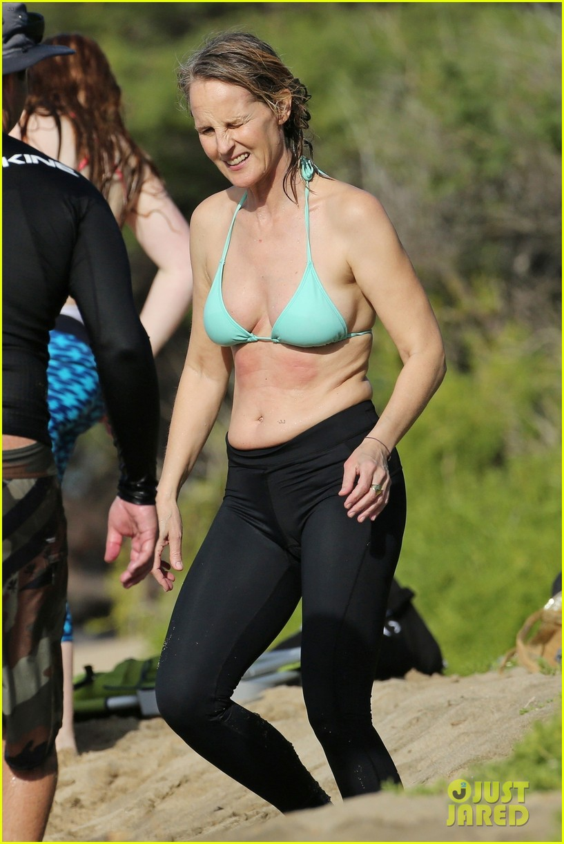 Helen Hunt in Bikini Top on the beach in Hawaii Pic 2 of 35