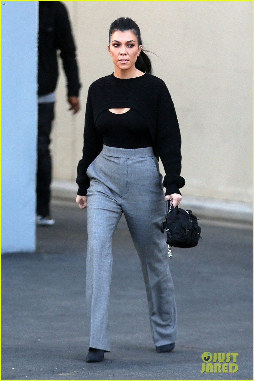 kourtney kardashian kicks off her week at the kuwtk studios 013997000