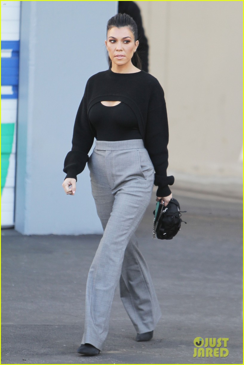 kourtney kardashian kicks off her week at the kuwtk studios 053997004
