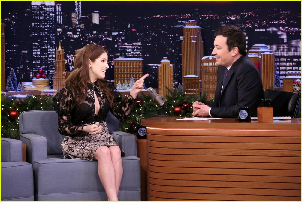 Anna Kendrick & Jimmy Fallon Sing \'Christmas\' With Classroom ...