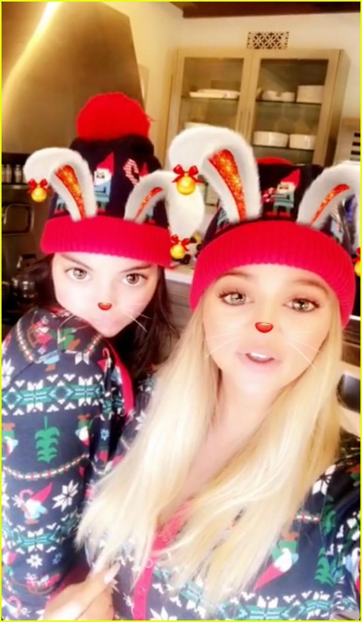 pregnant kylie jenner joins her family on christmas morning 084004563