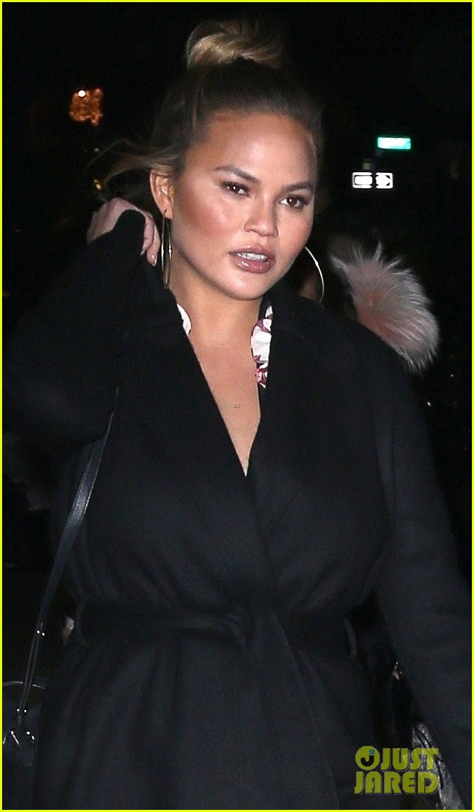 john legend pregnant chrissy teigen step out for dinner in nyc 024000677