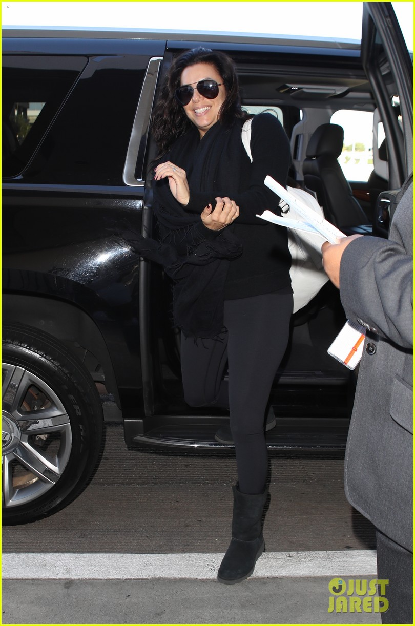 eva longoria goes makeup free for her flight out of towm 023996078