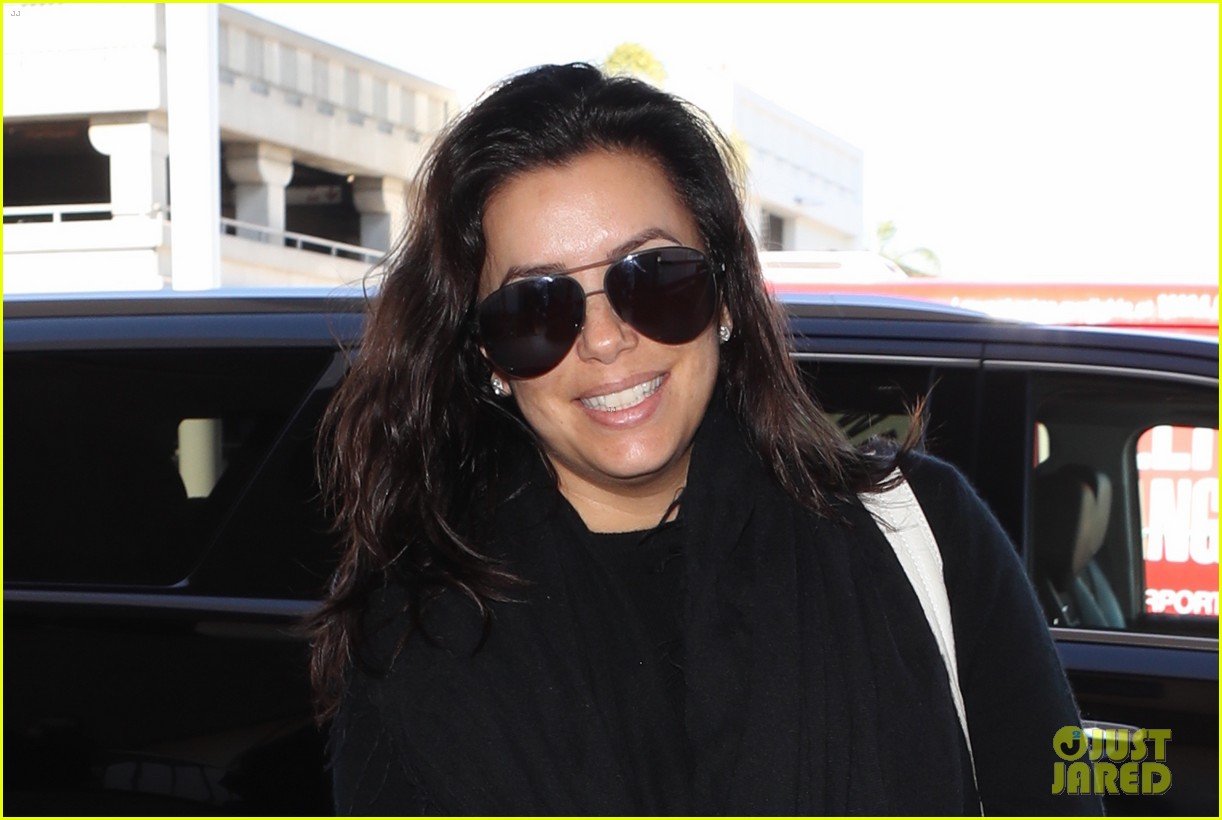 eva longoria goes makeup free for her flight out of towm 043996080