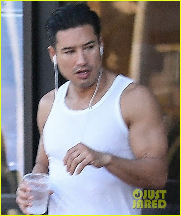 mario lopez shows off bulging biceps while out in beverly hills 044005153