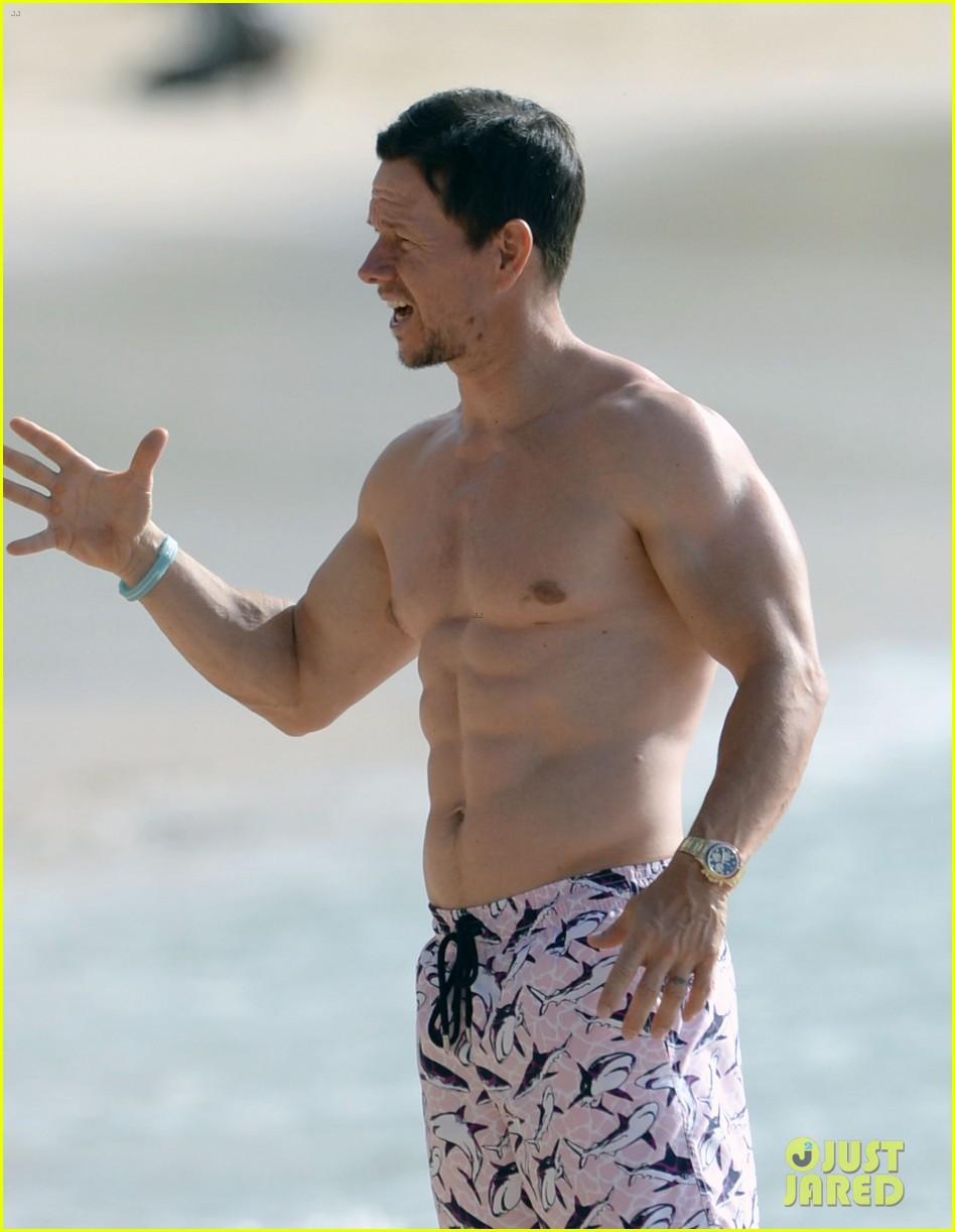 mark wahlberg shirtless beach barbados 03 24005651