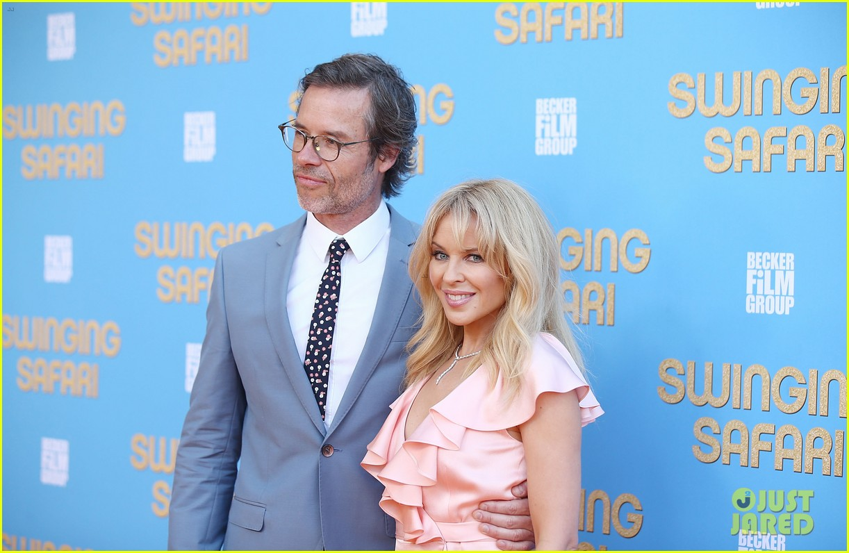 kylie minogue guy pearce world premiere swinging safari in australia 054000401