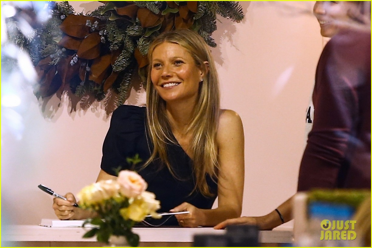 gwyneth paltrow signs books for fans in miami 034002137