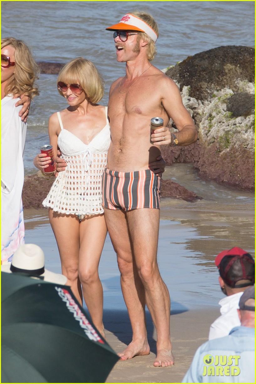 guy pearce bares hot body in new movie swinging safari 054000566