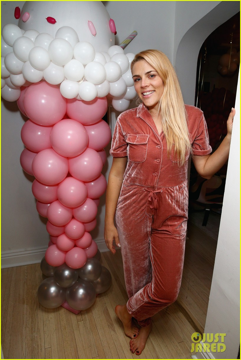 busy philipps joins her daughters at a super fun slumber party 014005530