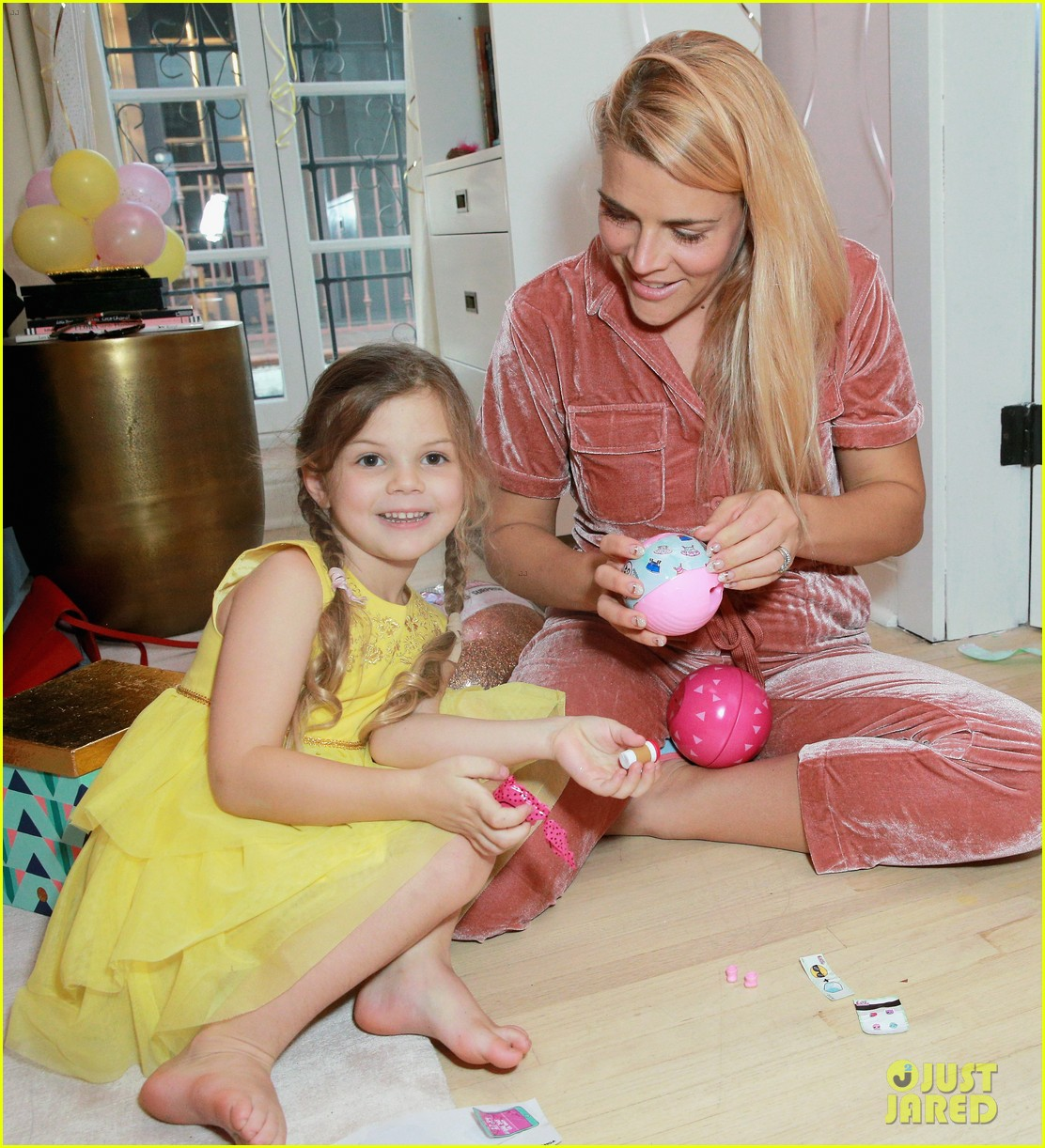 busy philipps joins her daughters at a super fun slumber party 054005534