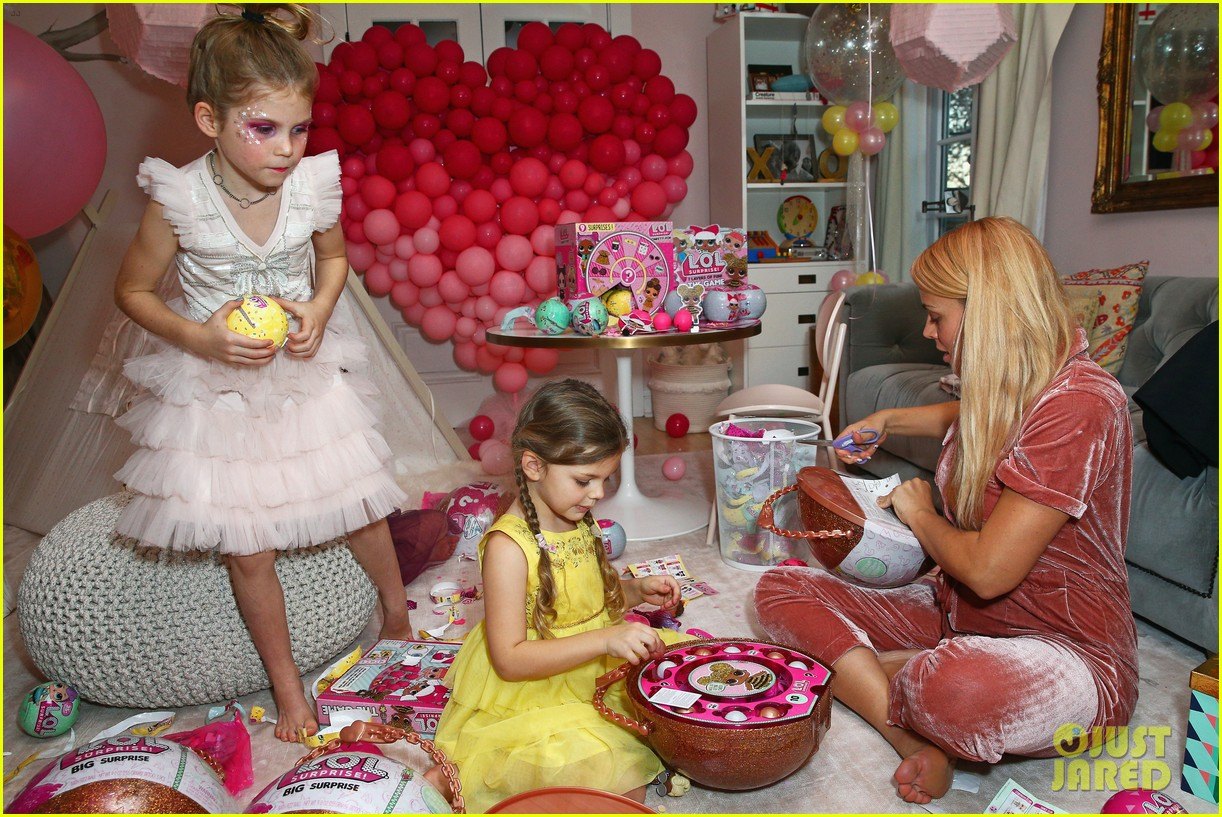 busy philipps joins her daughters at a super fun slumber party 064005535