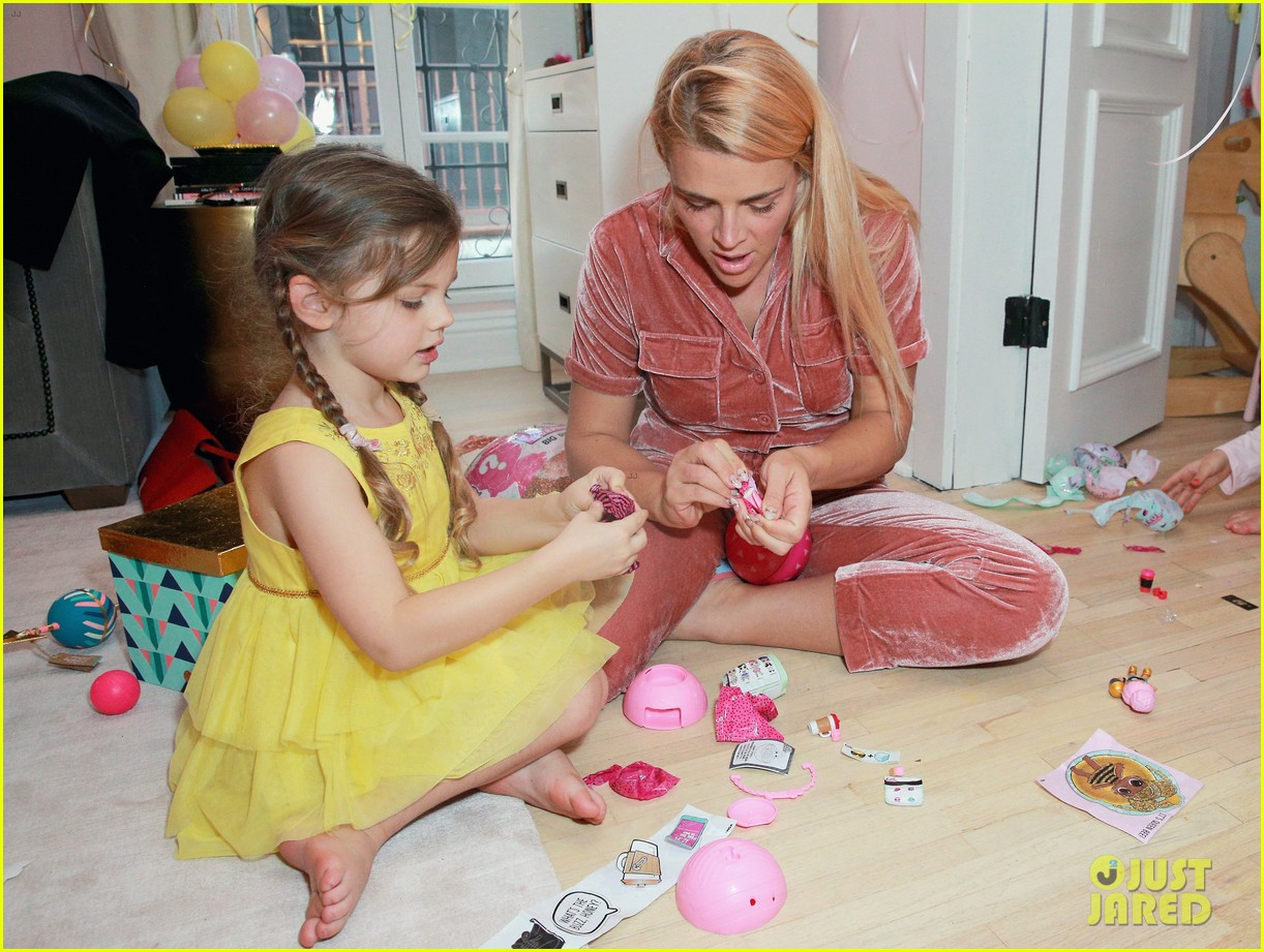 busy philipps joins her daughters at a super fun slumber party 144005543