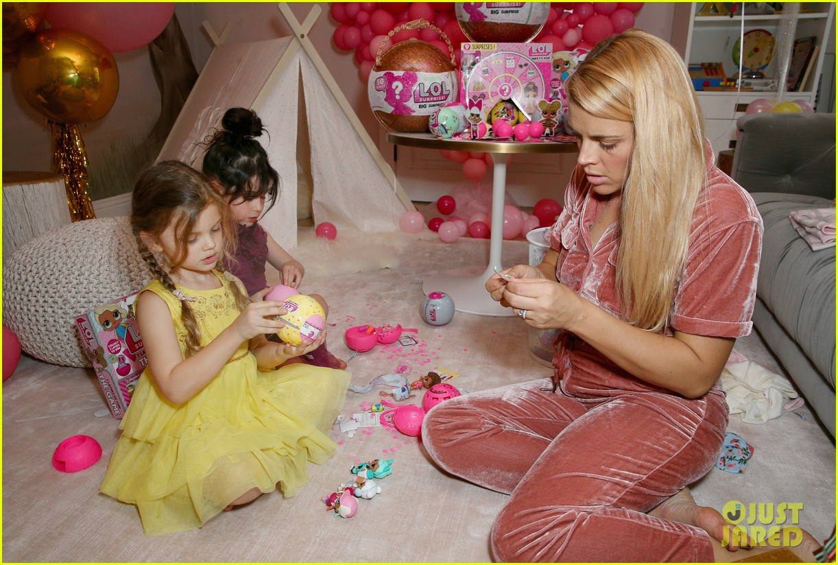 busy philipps joins her daughters at a super fun slumber party 194005548