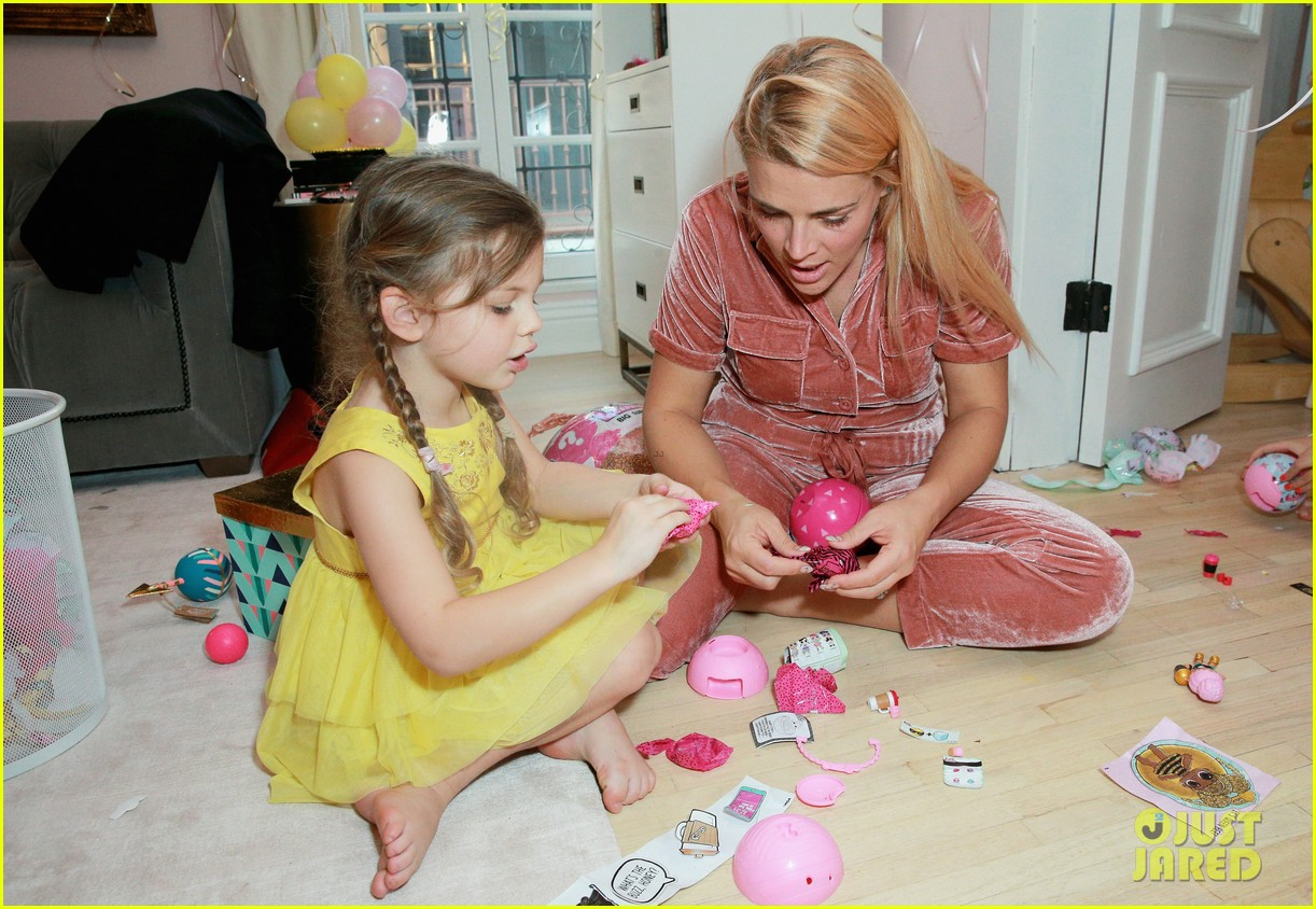 busy philipps joins her daughters at a super fun slumber party 214005550