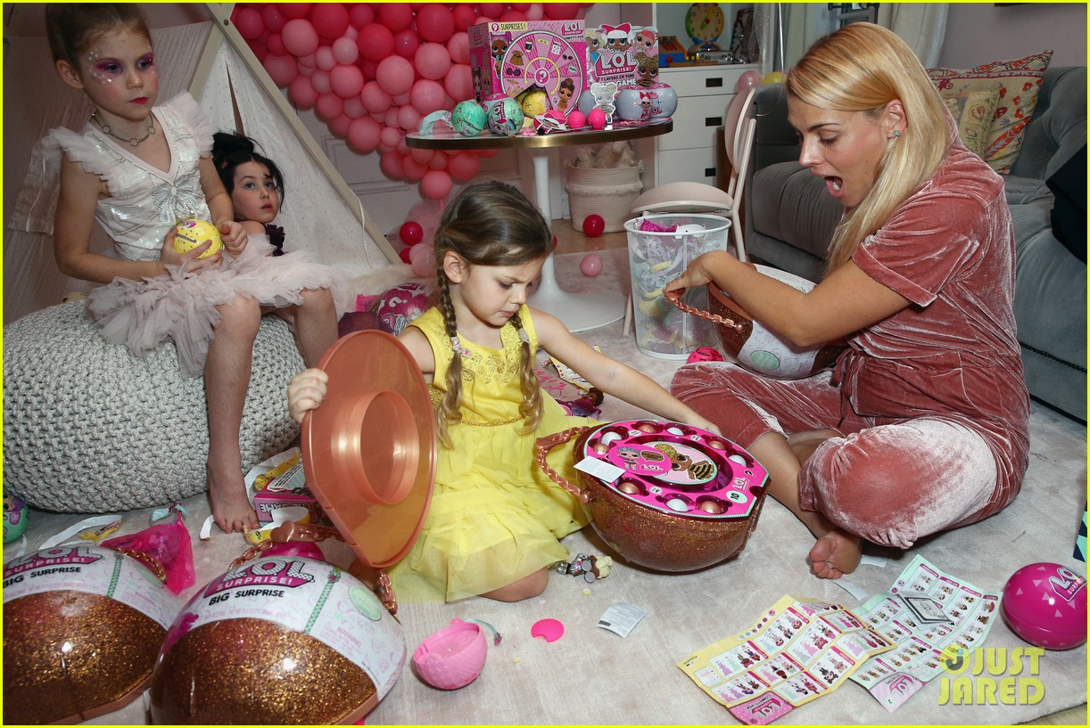 busy philipps joins her daughters at a super fun slumber party 234005552