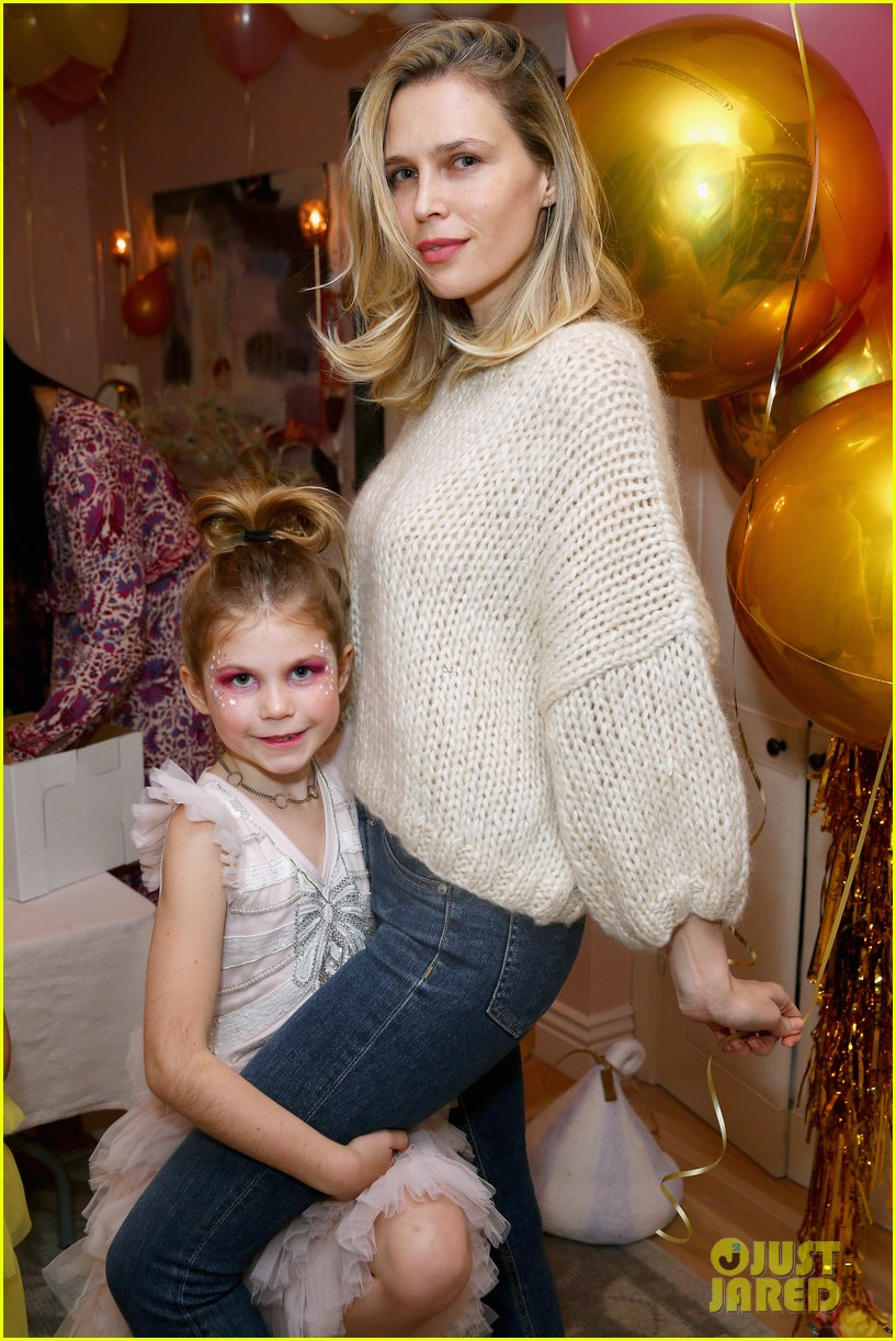 busy philipps joins her daughters at a super fun slumber party 274005556
