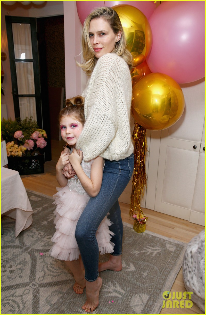 busy philipps joins her daughters at a super fun slumber party 284005557