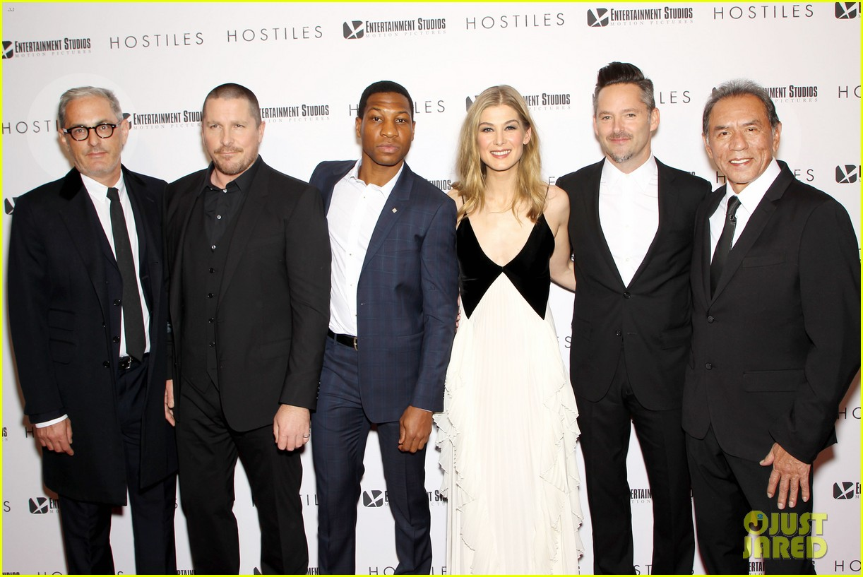 rosamund pike christian bale premiere hostiles in nyc 034002822