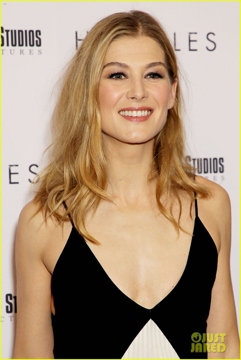 rosamund pike christian bale premiere hostiles in nyc 144002833
