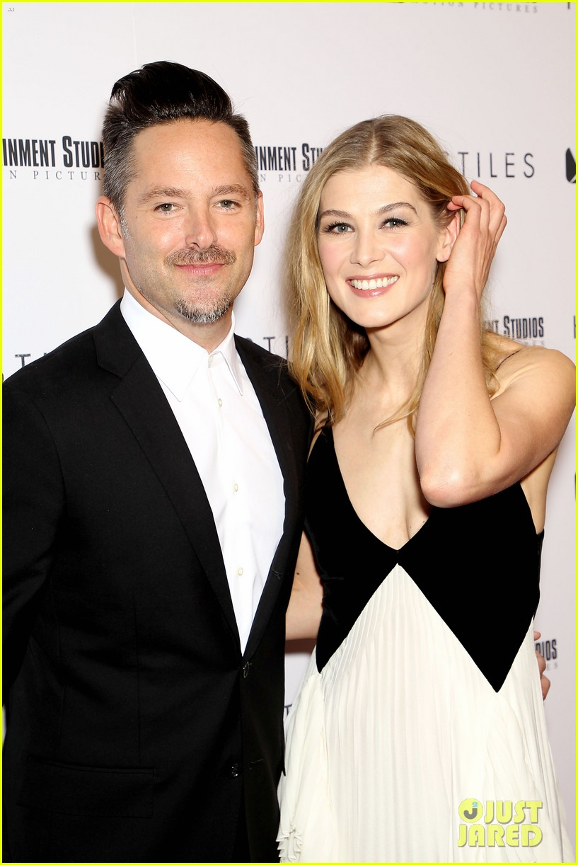 rosamund pike christian bale premiere hostiles in nyc 164002835