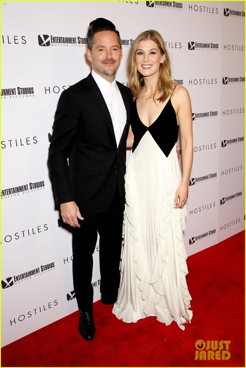 rosamund pike christian bale premiere hostiles in nyc 184002837