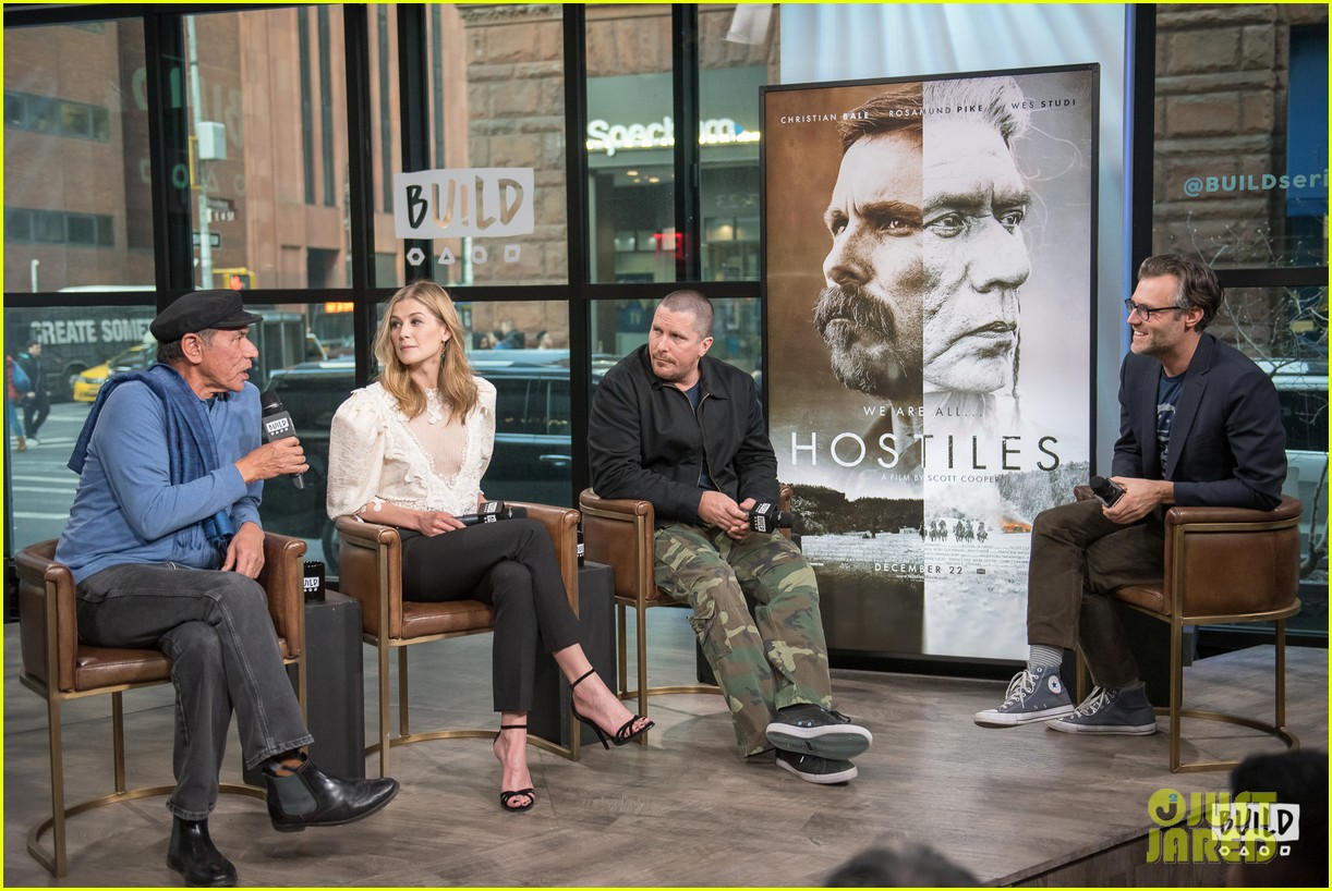 rosamund pike christian bale premiere hostiles in nyc 194002838